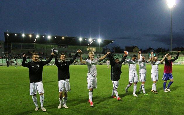 Fotbalisté MFK se radují ze zasloužené výhry.