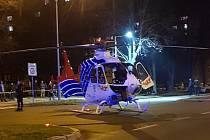 Vrtulník přistál v pátek večer na Dlouhé třídě v Havířově.