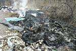 Úmyslně založené požáry na černých skládkách v okrajové havířovské části Prostřední Suchá museli ve středu hasit hasiči.