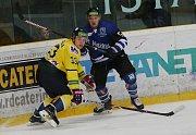 Havířov (v modrém) v Ústí zklamal a bude muset o play off zabojovat v úterý.
