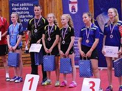 Titul vybojovaly v Ostravě i starší žačky Havířova (v černém).