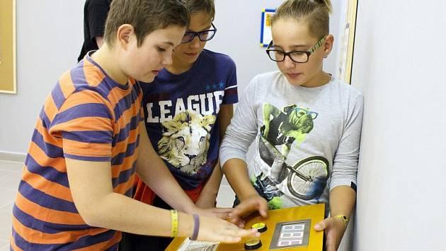 Putovní výstava zapůjčená ze Science Centra IQ Park Liberec se v pondělí odpoledne otevřela veřejnosti.