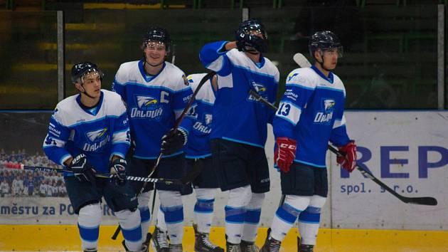 Utkání Orlové (v modrém) proti Žďáru nad Sázavou.