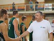 Basketbalisté Karviné (v zeleném) zdolali VŠB Ostrava a skončili na Emil Cupu druzí.