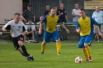 Albrechtice (v bílém) porazily doma v derby Stonavu.