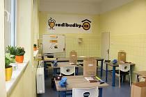 Ve Středisku volného času Juventus v Karviné nově funguje dílna Radibudky, kde si rodiče s dětmi mohou vyrobit budku.