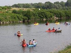 Slavnostní otevření letošní vodácké sezony zažily úchvatné meandry řeky Odry v Bohumíně.