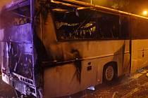 Požár autobusu v Dětmarovicích.