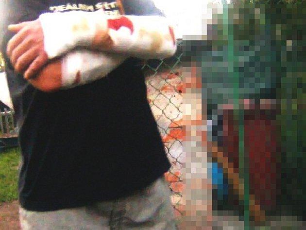 Takto dopadl majitel psa, kterého kvůli zuřivosti a nezvládnutelnosti museli utratit karvinští strážníci.