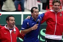 Radek Śtěpánek (v modrém) podstoupil operaci. Bude pokračovat v Davis Cupu?