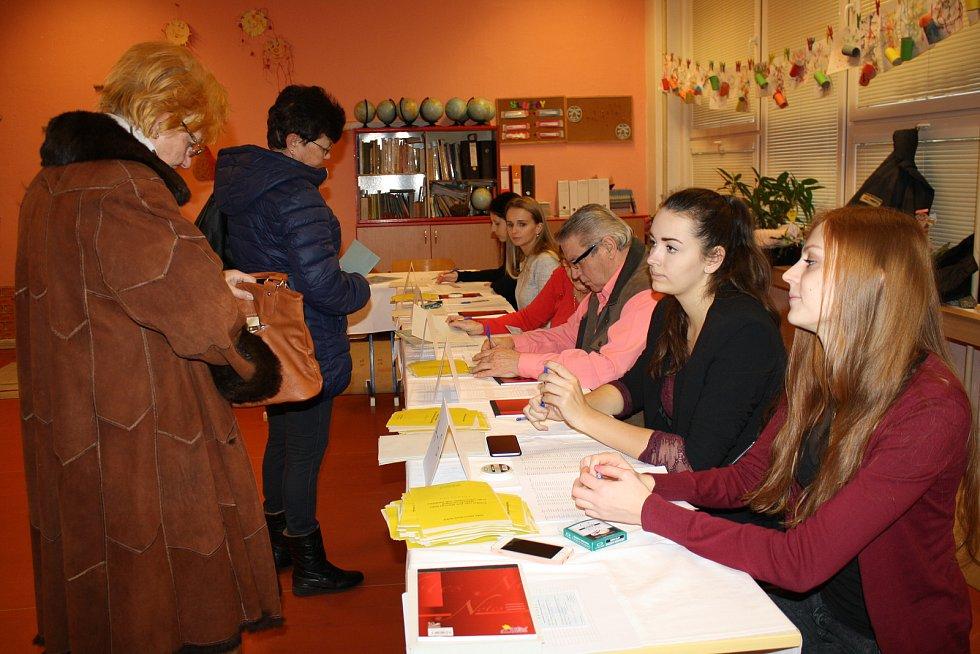 Také v Orlové byla v pátek v prezidentských volbách vysoká účast. Foto: Nataša Cibulková