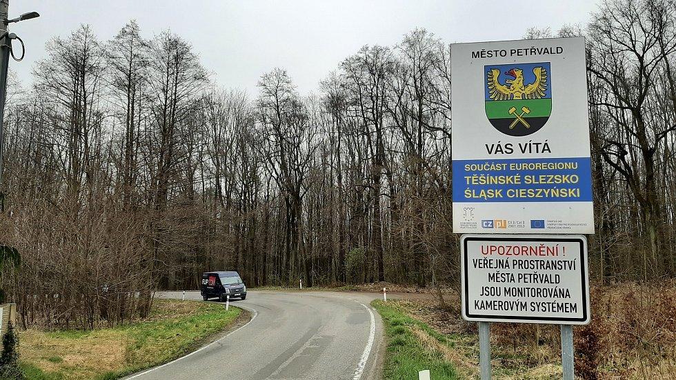 Petřvald. Příjezd do části Březiny a od Rychvaldu.