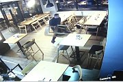 Řádění vyšinutého útočníka v restauraci.