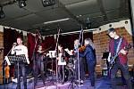 Zcela zaplněný Hudební klub Stolárna v Havířově byl v pátek podvečer 25. října dějištěm nádherného koncertu, The Strings.