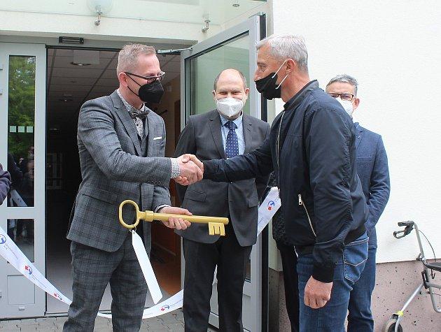 VNovém domově Karviná, zařízení pro seniory, slavnostně otevřeni rekonstruovaný trakt a jednu zcela novou budovu.