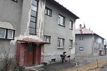 Byty RPG v Petřvaldě. Lidé žádají, aby je vlastník co nejrychleji opravil.
