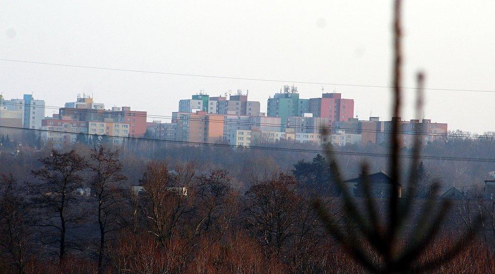 Dolní Lutyně. Pohled od bytovek na sídliště Pátá etapa v Orlové