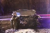 Dopravní nehoda se smrtelným zraněním se stala v noci na sobotu na výpadovce z Karviné na Český Těšín. Opilý polský řidič tam při přejetí do protisměru zabil svého krajana ve VW Golf.
