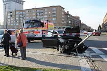 Auto v centru Havířova při nehodě zničilo semafor pro chodce.