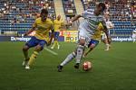 Karvinští fotbalisté (v bílém) vyhráli ve Zlíně jasně 4:1.