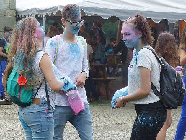 Festival byl plný barev a veselí a užili si ho zejména mladí lidé.