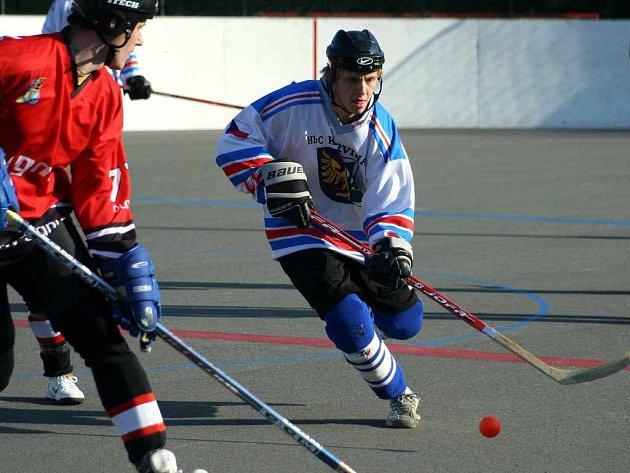 Hokejbalisté Inteva se pokusí postoupit.