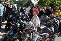 Více jak 100 motocyklů dorazilo v sobotu ráno do Bohumína na již 4. ročník zdejšího žehnání za bezpečnou jízdu.