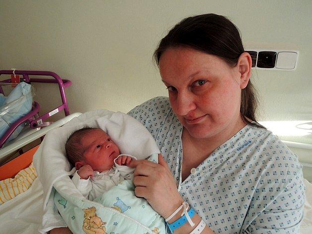 První miminko roku 2017 v ČR René Hruboň z Havířova se svou maminkou Monikou.