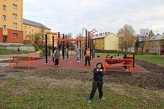 Nové workoutové hřiště v ulici Obránců mírů v Havířově-Šumbarku vzniklo v místě zdemolovaného obytného domu.