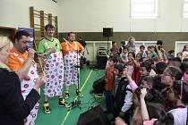 Žáci ZŠ Školní v Havířově-Šumbarku vyhráli třetí místo v národní soutěži Policie ČR s dopravní tématikou. Za odměnu jim zazpívali Maxim Turbulenc.