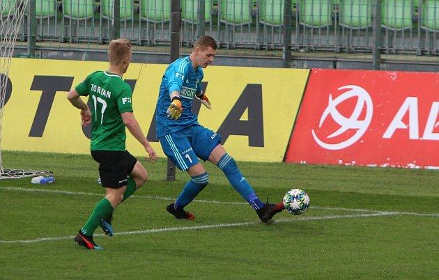 Vladimír Neuman si počínal sbalonem jistě.