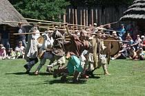 Oslavy svátku Cyrila a Metoděje byly v Archeoparku v Chotěbuzi plné zábavy i poučení o dávných dobách a bavili se tady děti i dospělí.