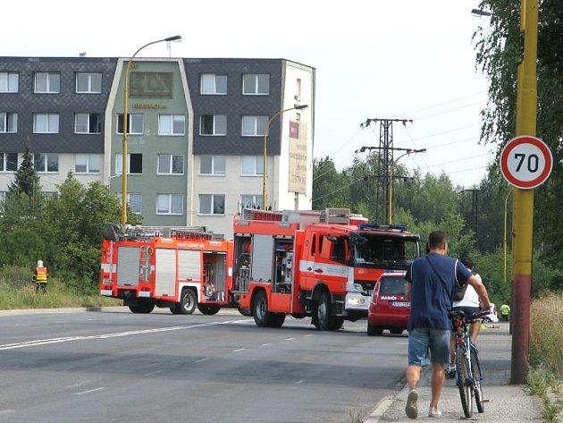 Kvůli masivnímu úniku plynu je uzavřena doprava na Dělnické ulici v úseku u hyperkamrketu Globus.