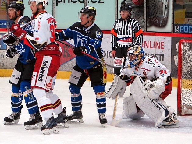 Havířovští hokejisté (v modrém) si proti Prostějovu připsali výhru.