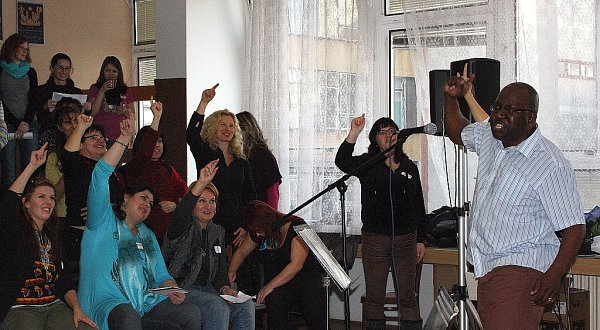 Vynikající sbormistr a gospelový zpěvák pastor David Daniel zLondýna zavítal do Orlové na gospelový workshop.