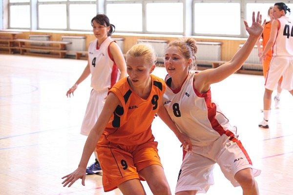 Basketbalistky Havířova (vbílém) si vybojovaly účast ve druhé lize!