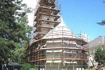 Kostel svatého Marka v Karviné je sice ještě stále pod lešením. Opravy ale probíhají bez problémů.