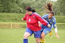 Drahoslava Maláčová (v červeném) se blýskla v posledním utkání dvěma góly.