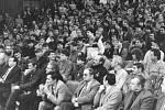 Porevoluční akce v Havířově. V přední řadě sedí i tehdejší pohlaváři.