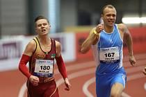 Pavel Maslák (vlevo) vyhrál v Ostravě závod na 200 m mužů.