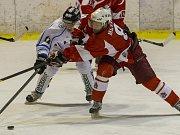 Havířovští hokejisté (v bílém) v Opavě střelecky selhali.