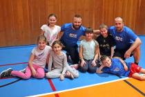 Orlovské děti s trenéry Milošem Širokým (vlevo) a Filipem Matušíkem.