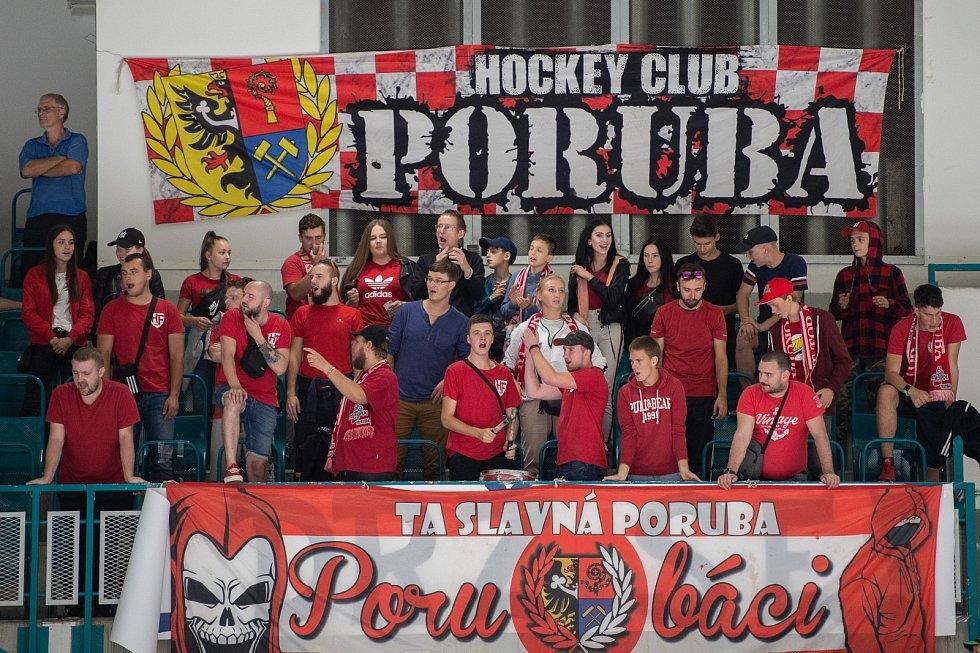 Prvoligové derby Poruba - Havířov (v modrém).