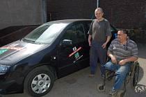 Díky sdružení Trianon si invalidé mohou zapůjčit automobil k občasným výletům.