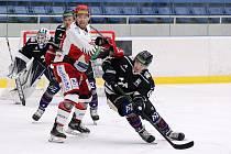 PORÁŽKA. Hokejisté Havířova prohráli středeční utkání 4. kola první ligy s Prostějovem 3:4.