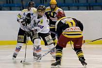 Karvinské hokejistky se dočkaly zápasů nové sezony.