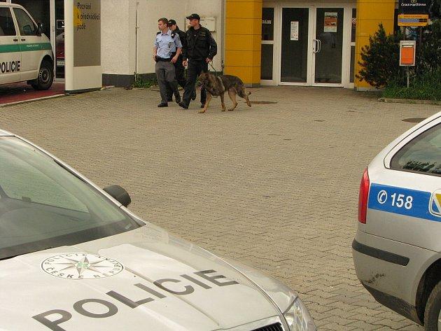 Maskovaný muž přepadl pobočku České pošty v ulici Jurije Gagarina v Havířově.