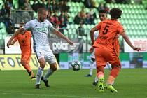 Martin Šindelář (v bílém) opět řídil karvinskou defenzivu. Karviná gól nedostala.