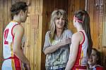 Trenérka Iveta Rašková a její svěřenkyně mají důvod k úsměvu. Zůstaly prvoligové.