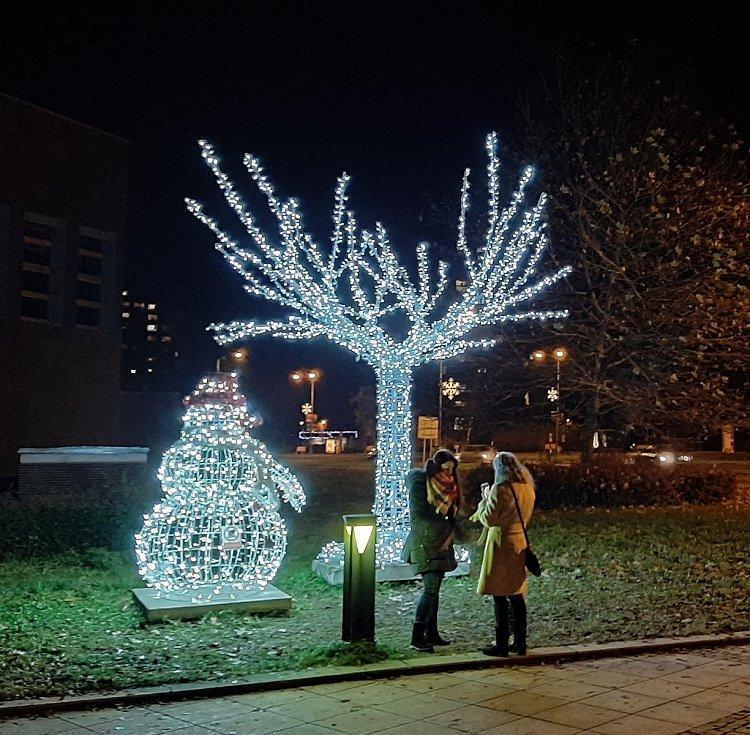 Vánoční výzdoba v Karviné. Na Univerzitním náměstí.